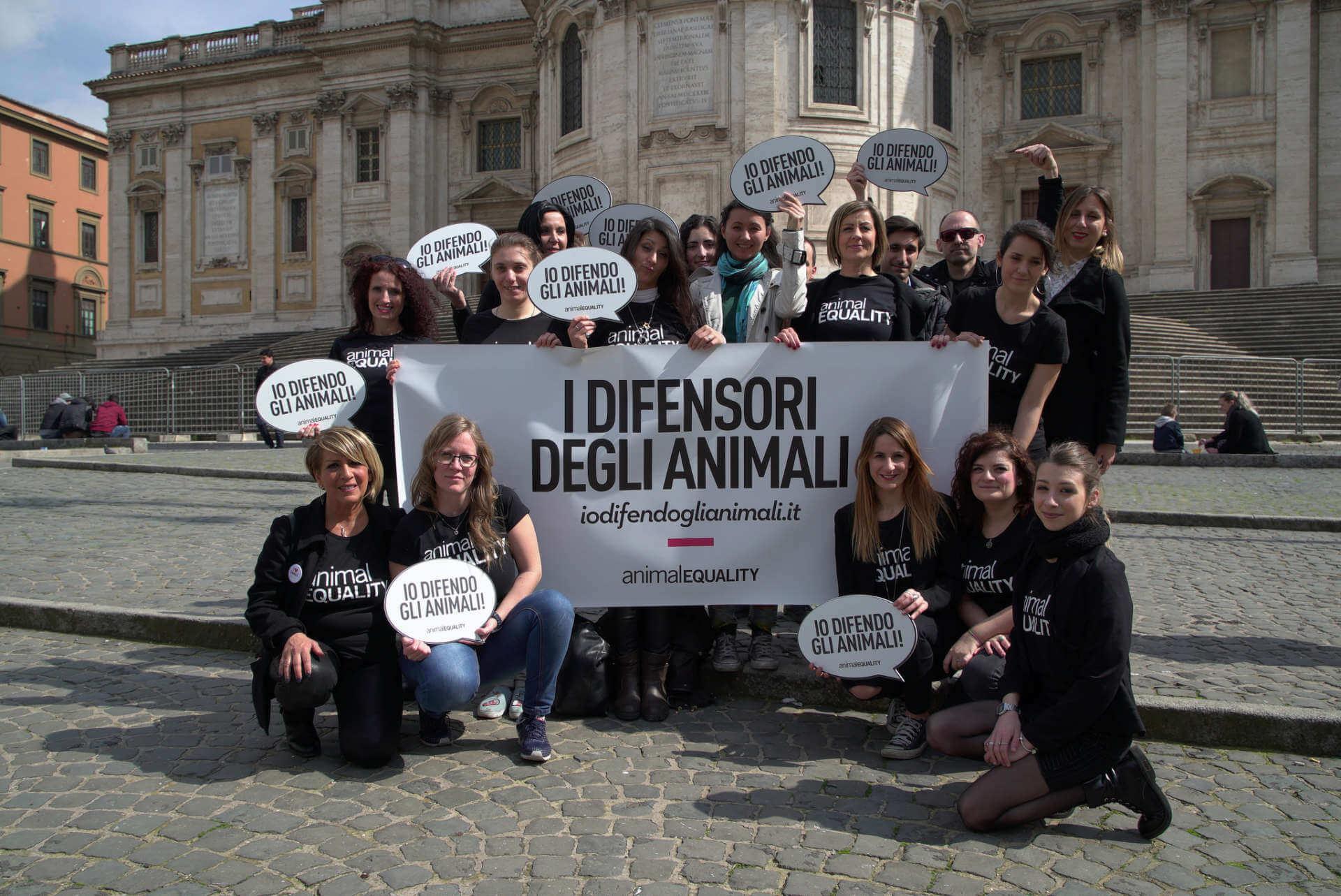 """il gruppo di attivisti digitali di Animal Equality """"I Difensori degli Animali"""""""